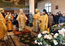 У другу неділю Великого посту єпископ Нафанаїл очолив літургію у луцькому храмі Різдва Пресвятої Богородиці