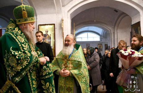 Архієпископ Нафанаїл привітав настоятеля кафедрального собору Луцька протоієрея Володимира Яцишина з 30-літнім ювілеєм священницької хіротонії