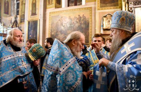 Напередодні свята Введення архієпископ Нафанаїл очолив всенічне бдіння у Свято-Покровському храмі Луцька